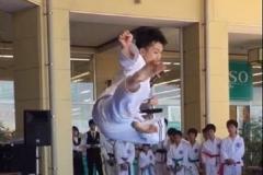飛び蹴り2